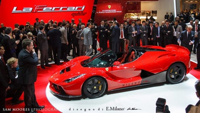 05770078-photo-ferrari-laferrari-et-pourquoi-pas-en-spider