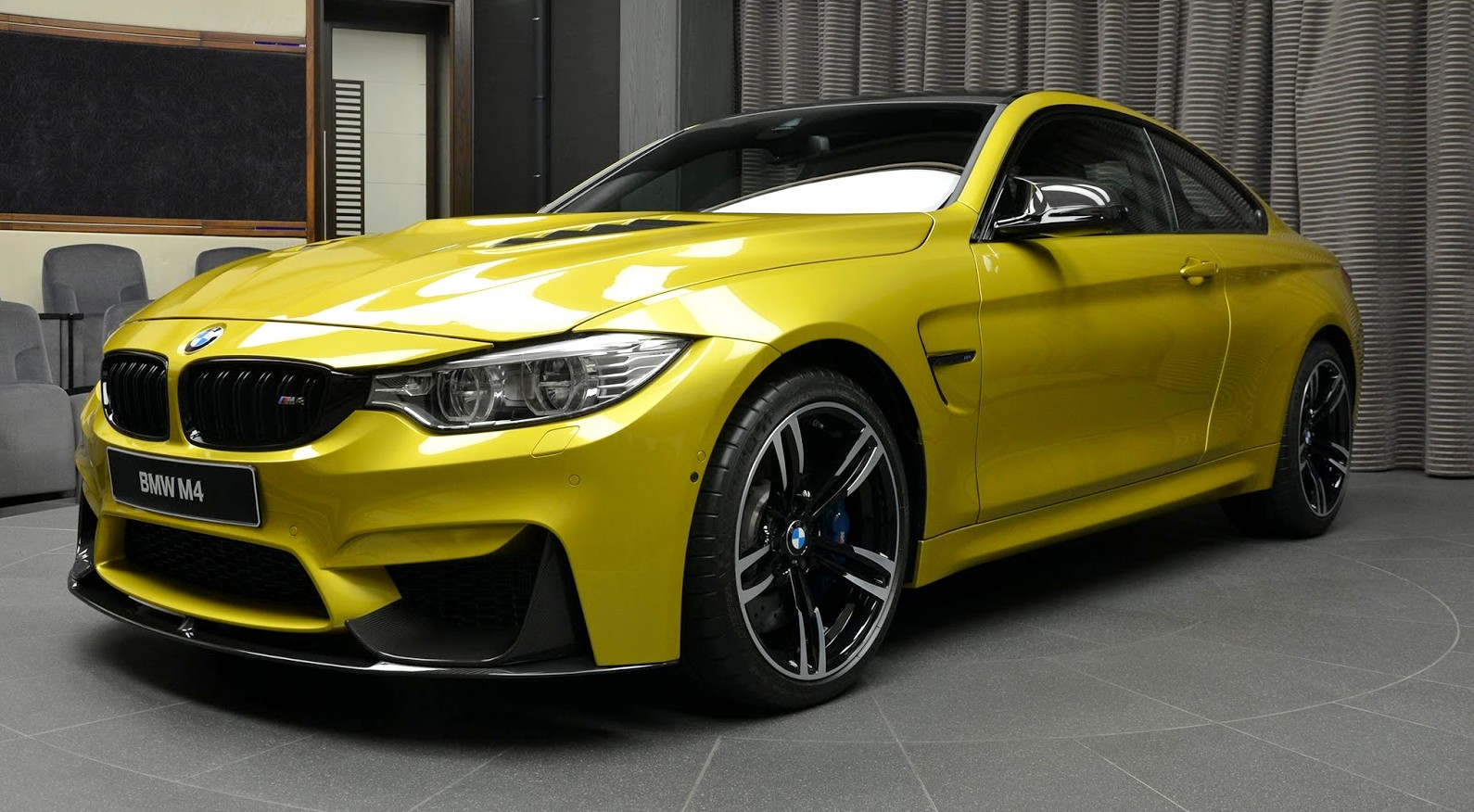 BMW_M4_Austin_Yellow_-1.jpg