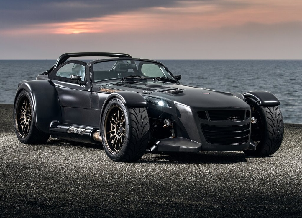 Donkervoort-D8_GTO_Bare_Naked_Carbon_Edition_2015_1024x768_wallpaper_01.jpg
