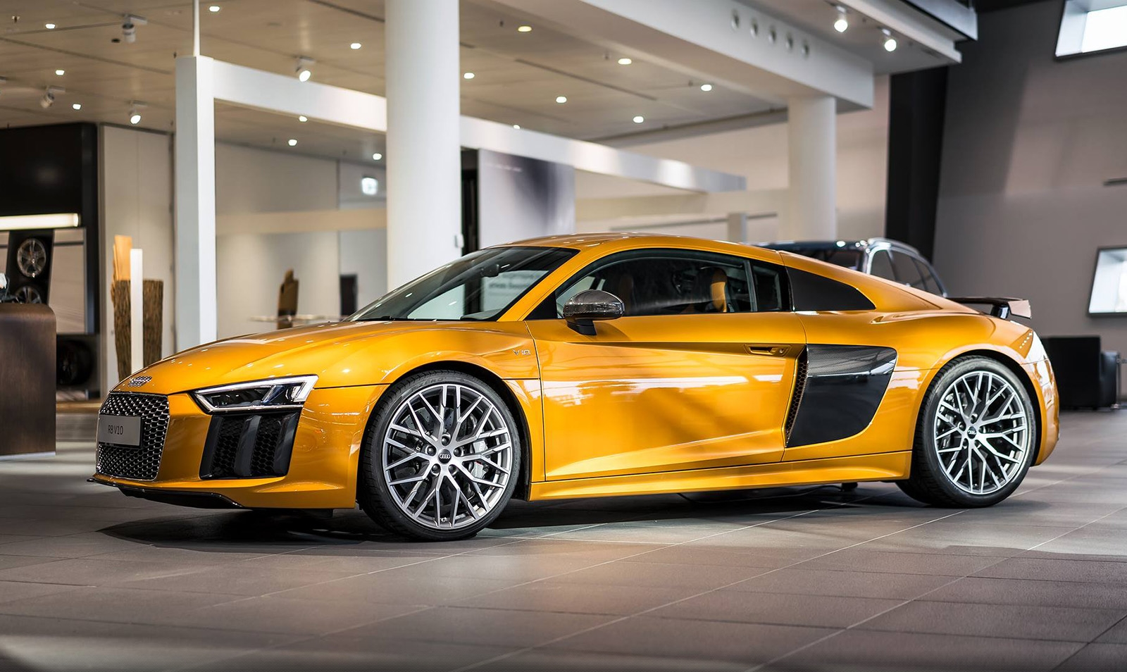 audi-exclusive-r8-v10-plus-orange-pearleffect-395.jpg
