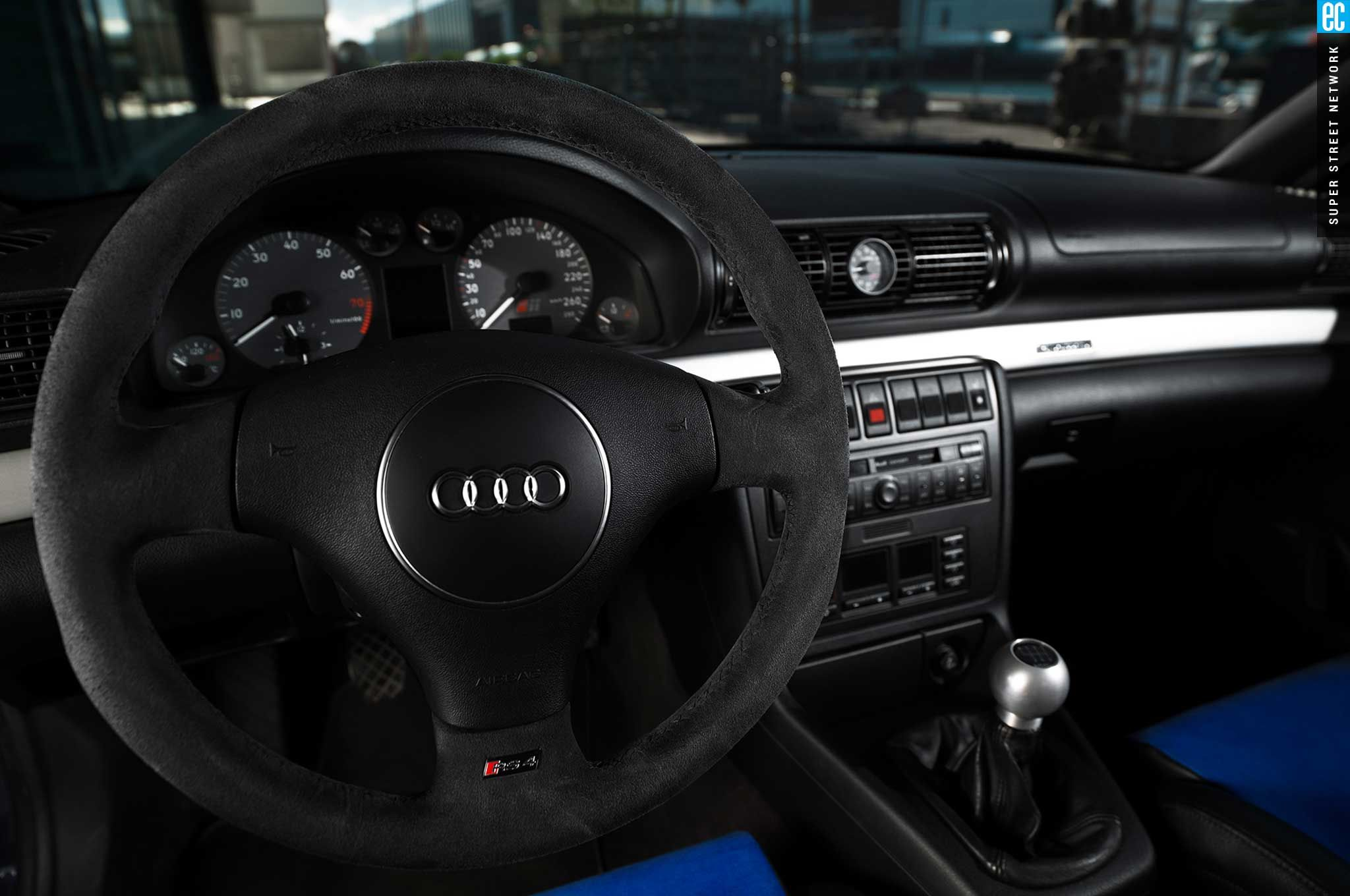audi-rs4-b5-sedan-rs4-steering-wheel.jpg