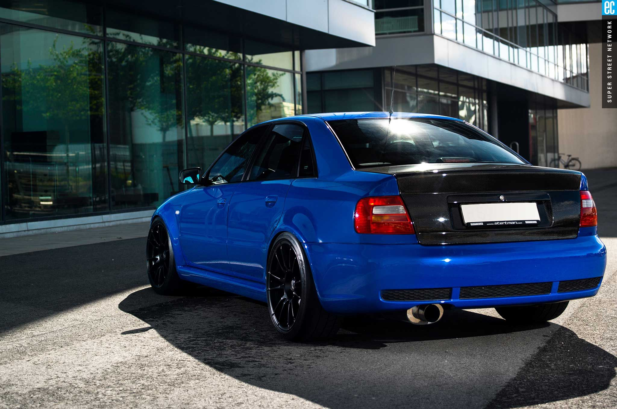 audi-rs4-b5-sedan-seibon-carbon-fiber-trunk.jpg