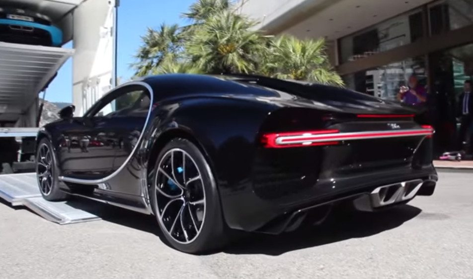 black-chiron-rear-41216-952x563.jpg