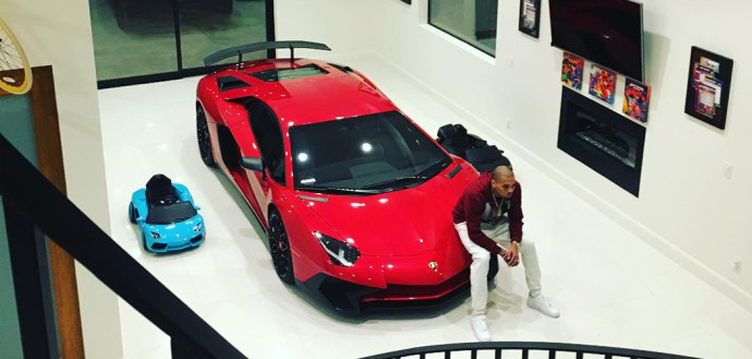 chris-brown-aventador-sv-690x329.jpg